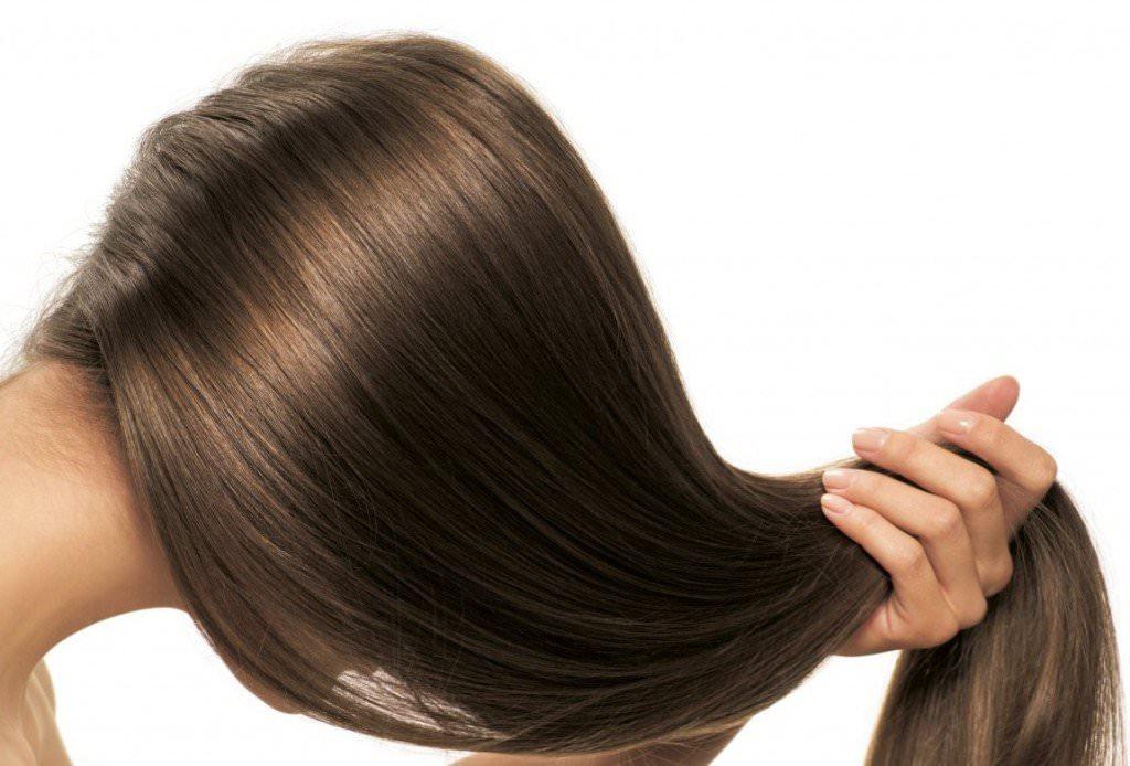 Маска с желатином дает эффект, подобный ламинированию, полностью обволакивая волосы