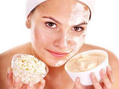 Увлажняющая маска обеспечивает необходимый уровень влаги в коже, поддерживая ее упругость и эластичность