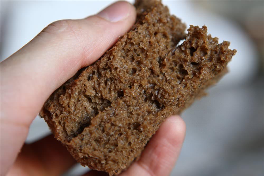 Маска из ржаного хлеба питает волосы, стимулирует их рост и защищает от повреждений