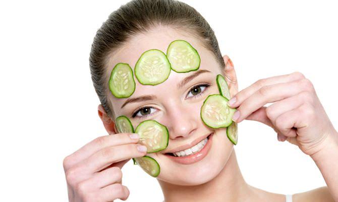 Огуречная маска для лица прекрасно тонизирует, увлажняет и отбеливает кожу