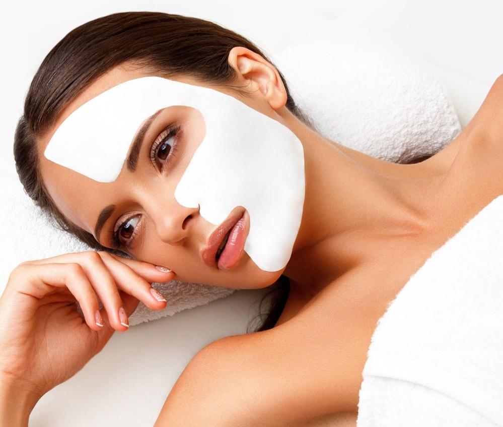 В каждой альгинатной маске есть вспомогательное вещество, которое борется с обозначенной проблемой кожи