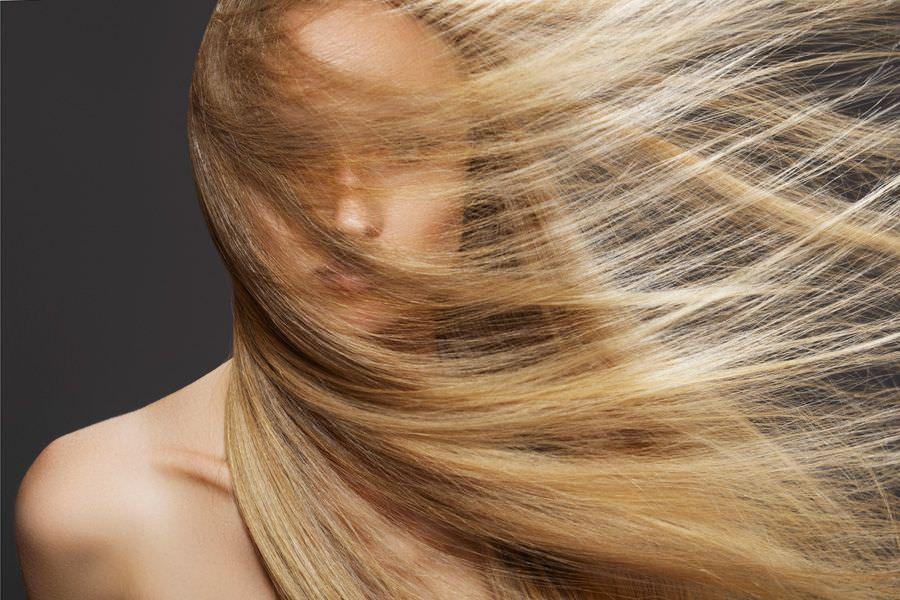 Медовая маска возвратит волосам мягкость и послушность, а также устранит раздражение и перхоть