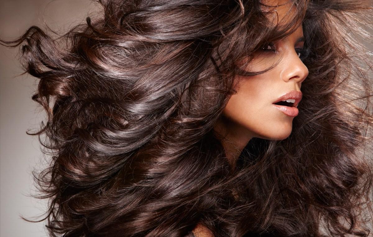 Применять кератиновую маску «Эстель» можно для любого типа волос, прямые или вьющиеся локоны она питает одинаково