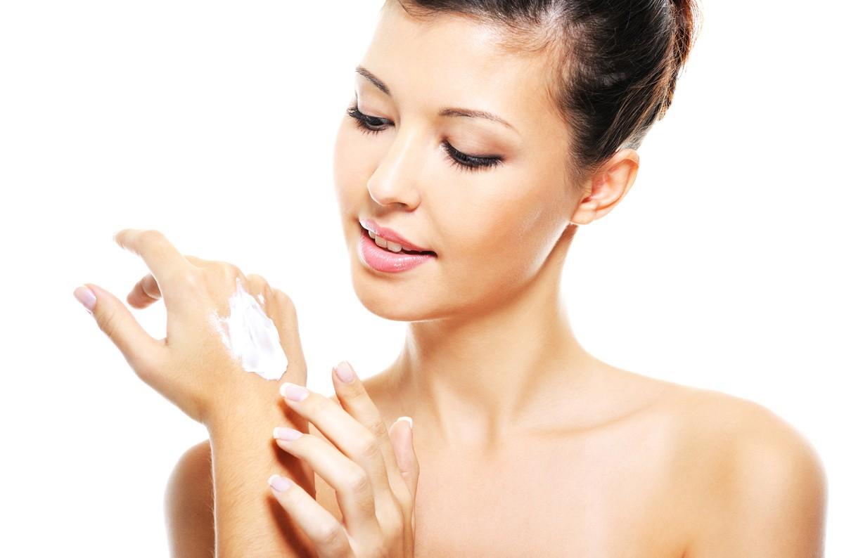 Маски для рук, оставленные на ночь, помогут избавиться от неприятных симптомов и восстановят здоровье кожи