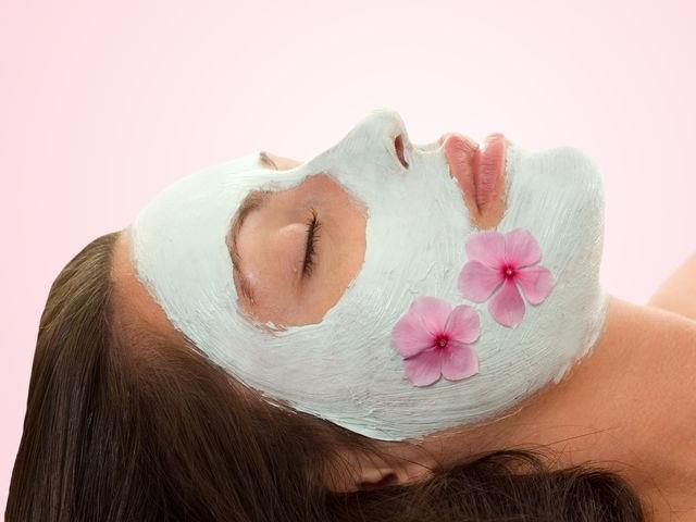 Правильно подобранный состав маски для сухой кожи придаст ей упругость, эластичность и бархатистость