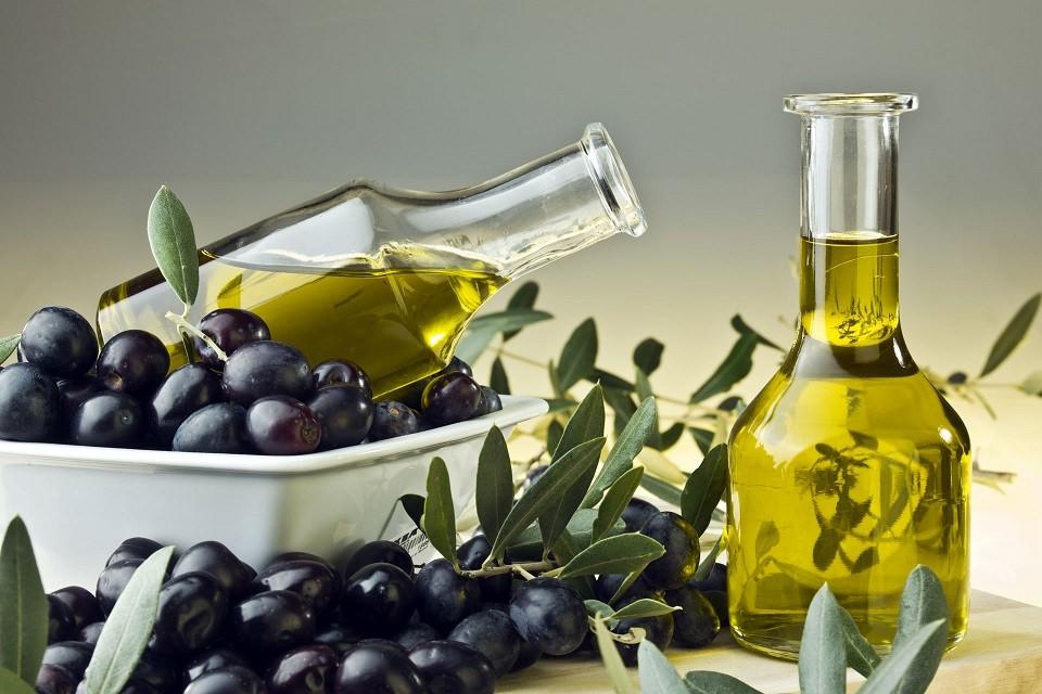 Оливковая маска для сухой кожи обладает восстанавливающим и увлажняющим эффектом