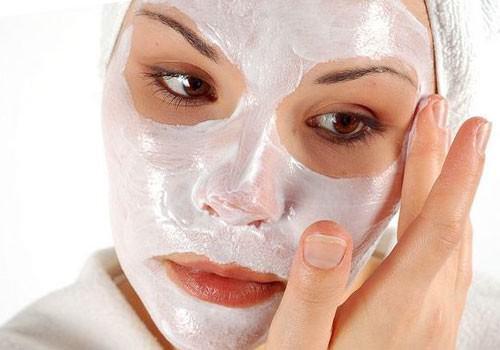 Увлажняющая маска способна регулировать водный баланс кожи лица, придать ей упругость и красивый внешний вид