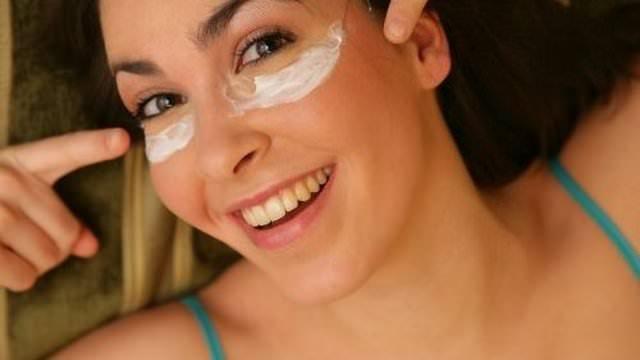 Регулярные домашние маски от морщин под глазами прекрасно омолодят и разгладят кожу
