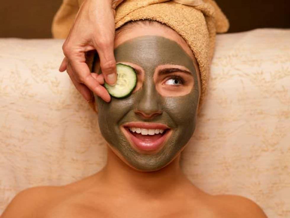 Черная маска для лица от Эйвон прекрасно убирает жирный блеск и черные точки на лице