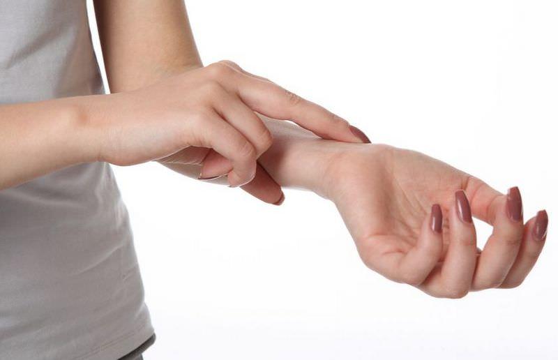 Перед нанесением маски следует проверить на коже запястья подходит ли она вашему типу кожи
