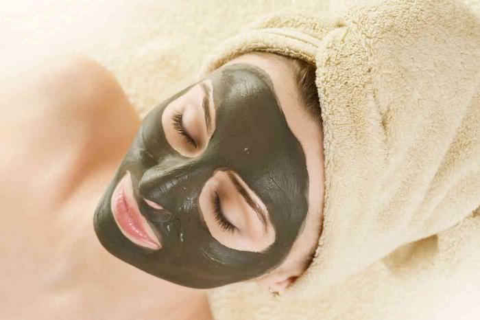 Используя правильные рецепты масок от черных точек можно вылечить кожу от множественных недугов