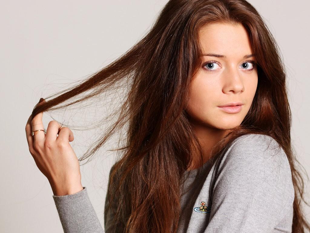 Миндальное масло способствует интенсивному росту волос