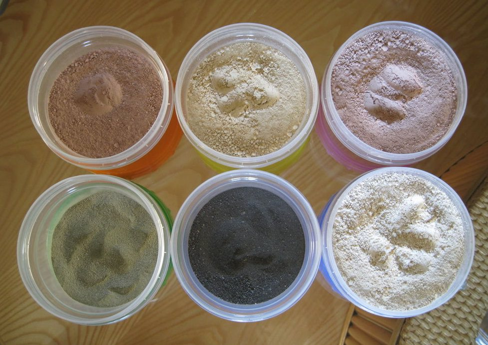 Маски с глиной мягко обволакивают кожу и очищают поры, доставляя настоящее наслаждение