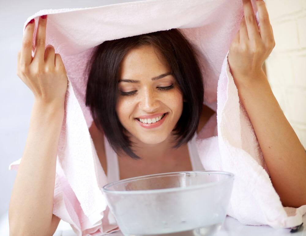 Наносите яичную маску обязательно на распаренную или очищенную скрабом кожу