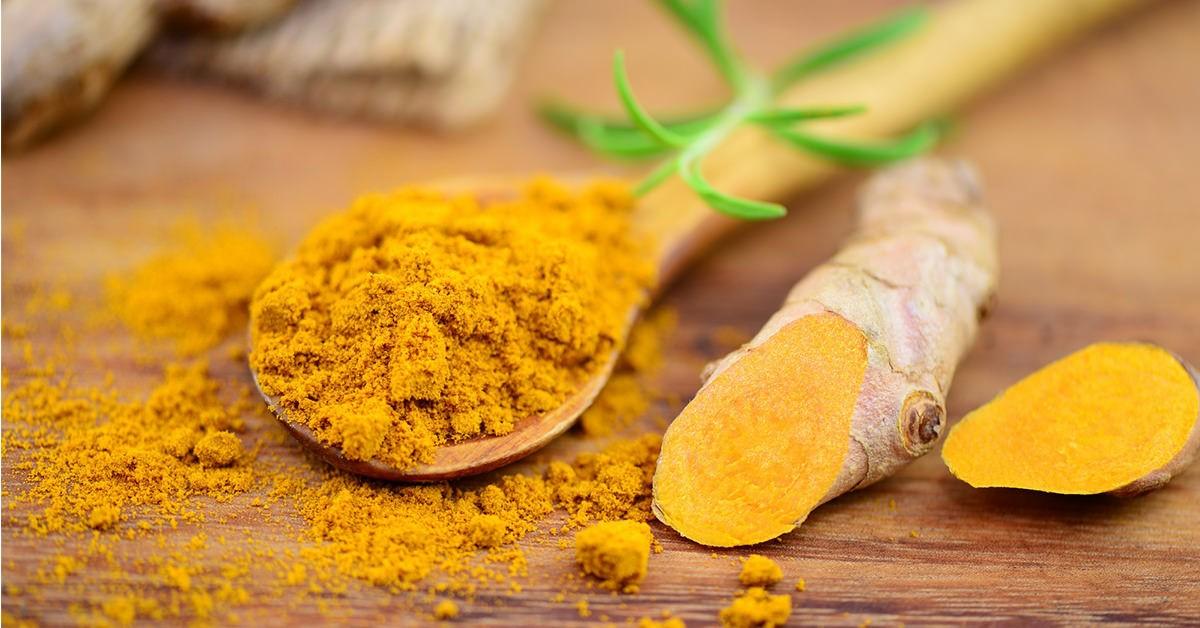 Регулярное употребление куркумы в пищу и применение в масках, обеспечит организм незаменимыми полезными компонентами