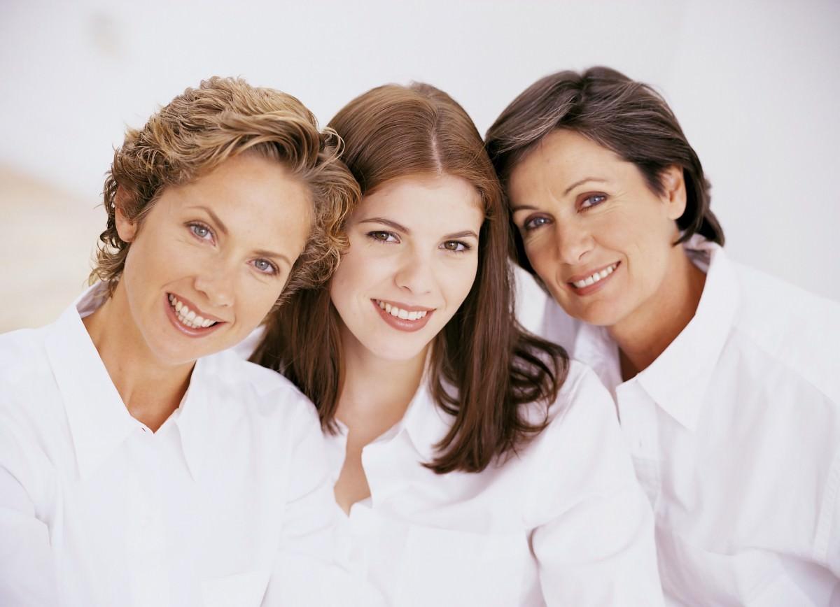 Маску на основе куриного белка могут использовать женщины всех возрастов