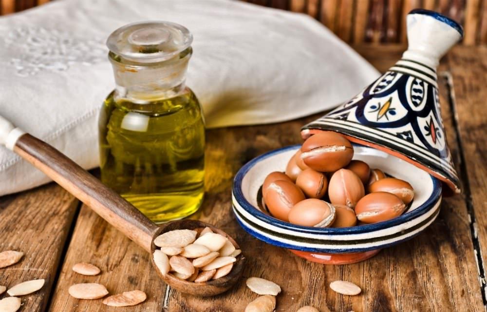 Масло арганы способно выравнить рельеф кожи, стимулируя выработку эластина и коллагена