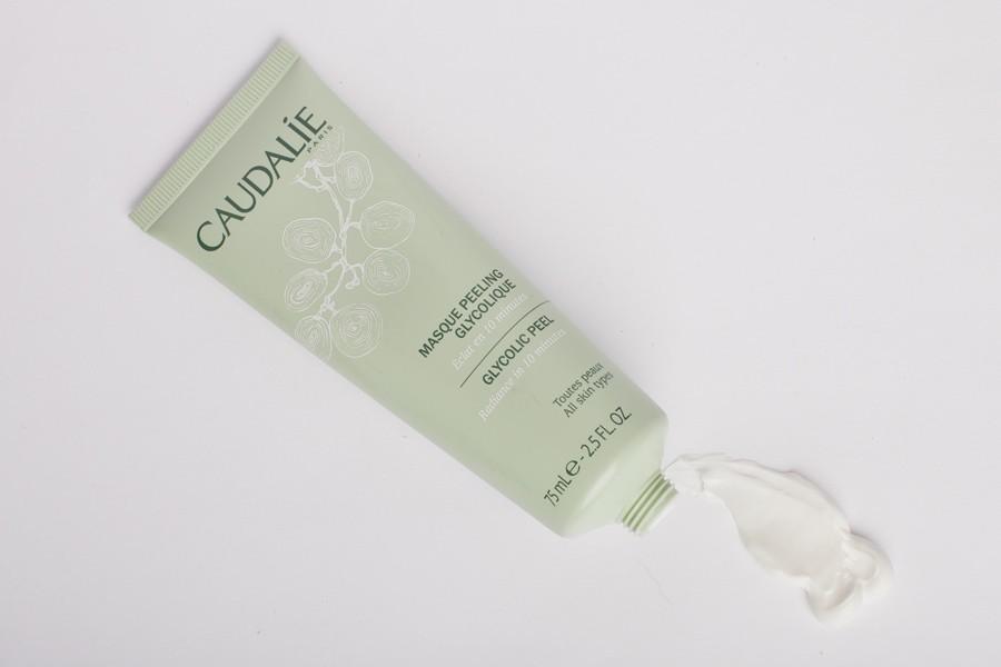 Гликолевая маска-пилинг «Caudalie» освежает цвет лица и придает сияние коже