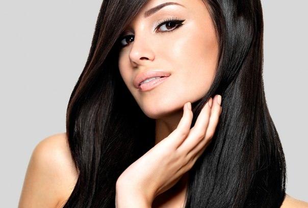 Маска с эффектом ламинирования поможет заструиться волосам эластичными прядями и вернуть им объем