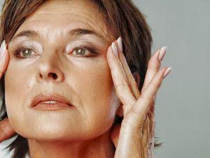 Домашняя маска вокруг глаз от 50 лет: 5 лучших рецептов