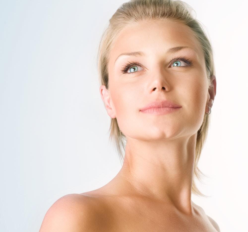 Огуречная маска будет решать не только проблему образования угрей, но и избавит от жирного блеска кожу лица