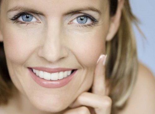 Омолаживающие маски для лица в домашних условиях прекрасно подтягивают, питают и улучшают состояние увядающей кожи