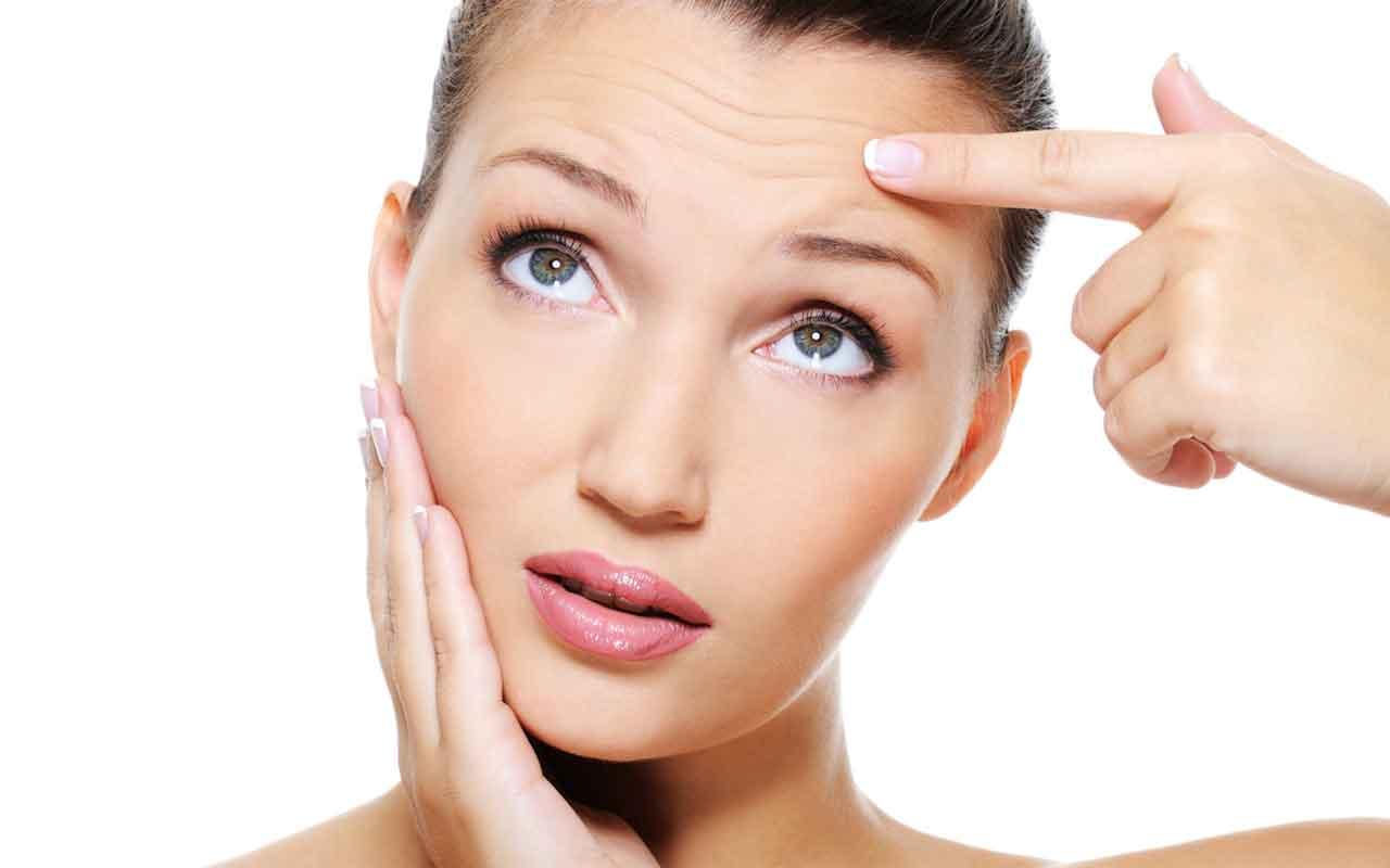 Не стоит выдавливать прыщи на коже, потому что вы можете оставить на лице ранки и шрамы