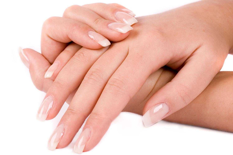 Укрепляющие маски необходимо наносить на чистые сухие ногти и делать их каждый день