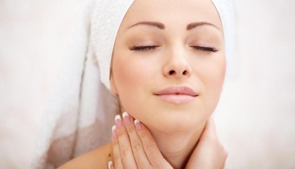 После применения состава на основе яичного белка кожа становится эластичной и бархатистой