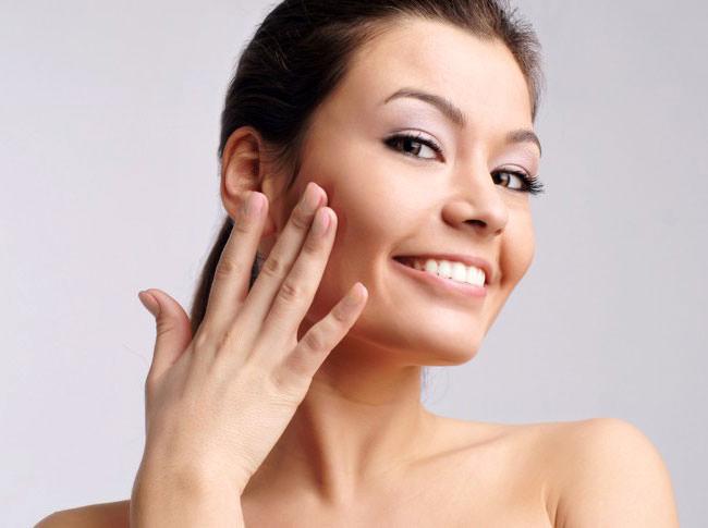 Домашняя питательная маска считается наиболее быстрым и эффективным способом увлажнения и успокоения кожи