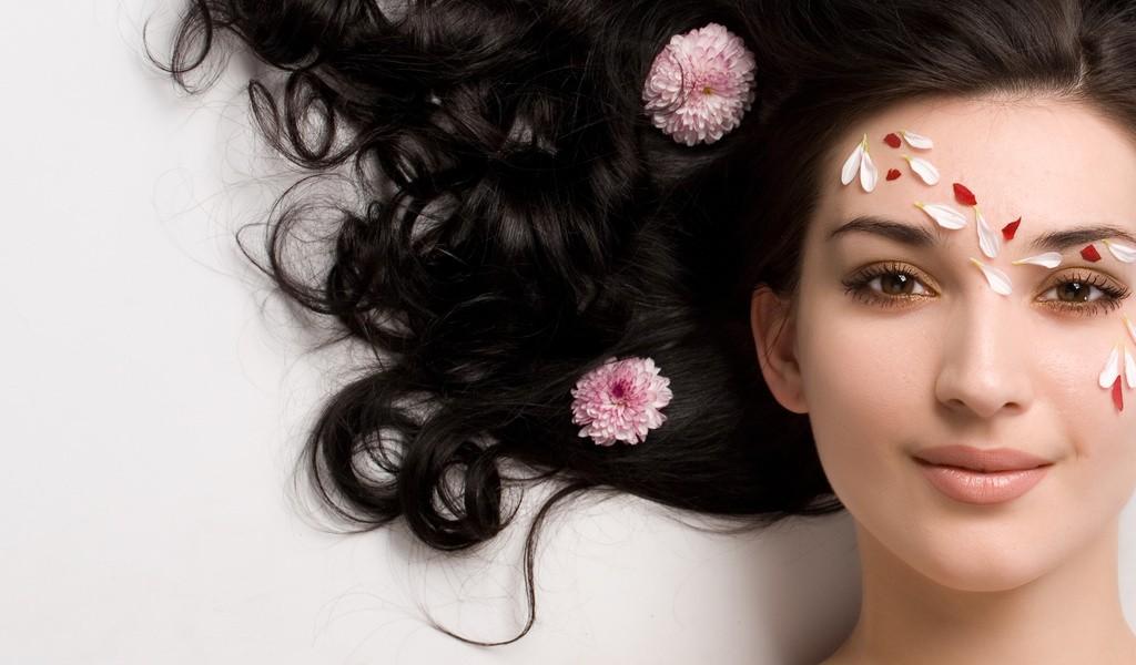 Домашние маски сделают ваши локоны здоровыми и красивыми