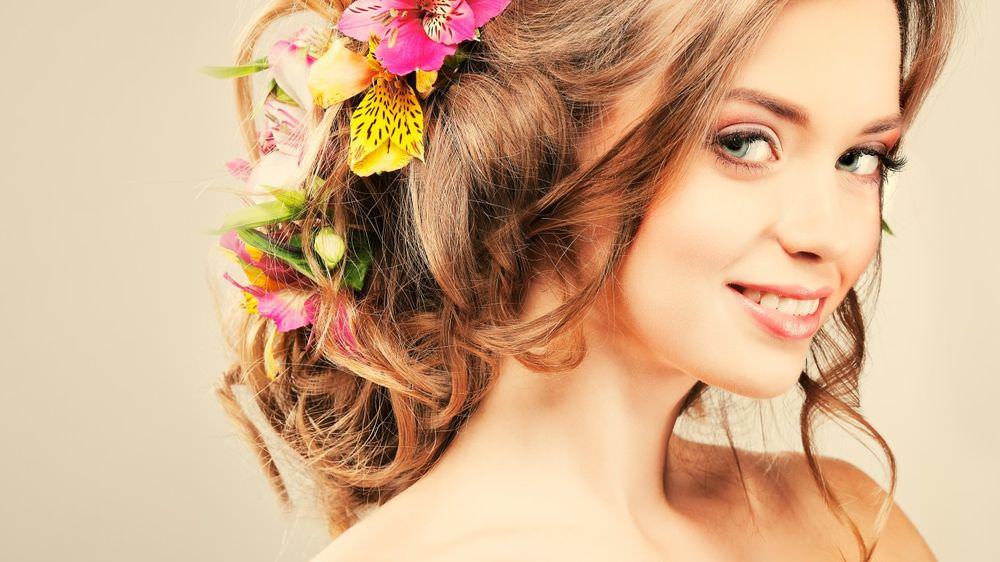 Луковая маска восстанавливает тусклые и поврежденные волосы