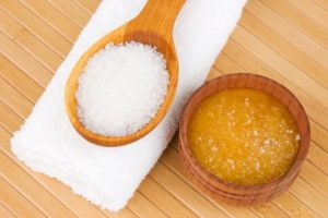 Маска из меда, крахмала и соли: 4 способа сохранить молодость