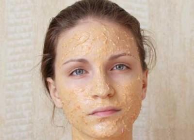 Маска для лица из сырого картофеля обладает отбеливающим эффектом, а также придаёт коже свежий и подтянутый вид