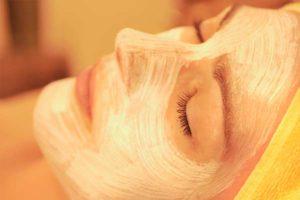 Очищающие маски для лица в бане: 6 действенных рецептов