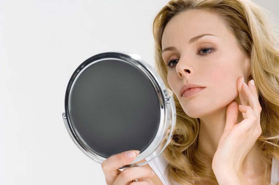 Регулярное использование маски из овсянки и меда поможет вернуть коже свежесть и упругость
