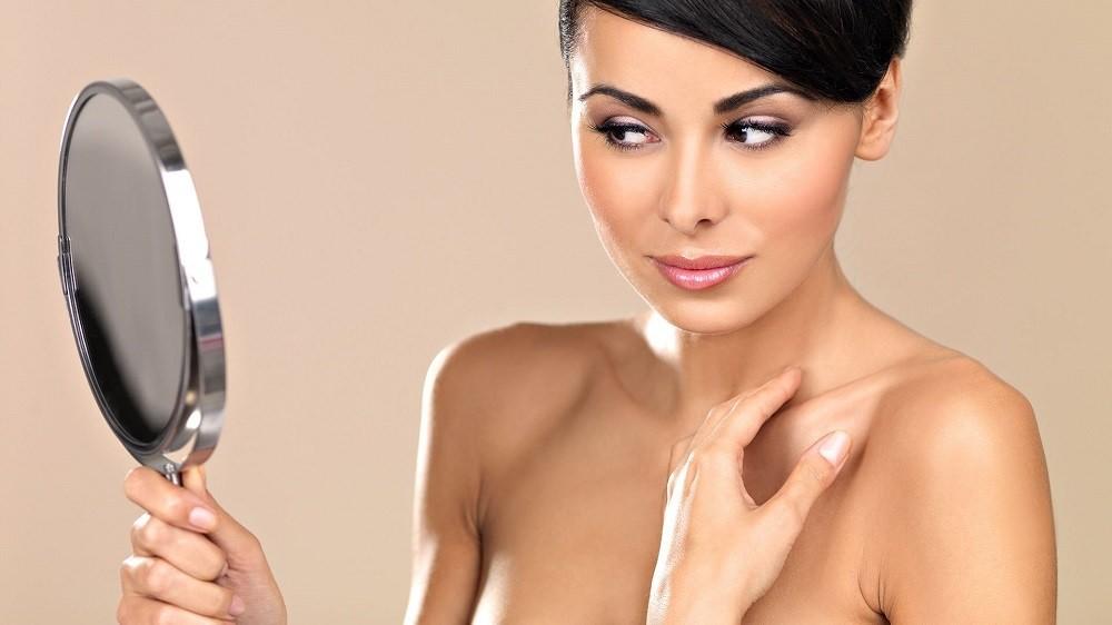 После применения маски для шеи и декольте, кожа становится более гладкой и подтянутой