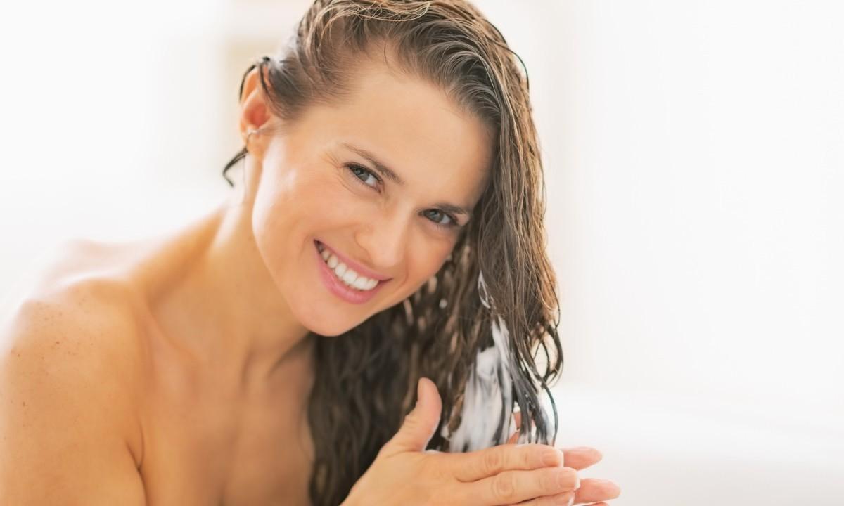 Правильно подобранная маска для волос поможет выглядеть вашим прядям ухоженно и привлекательно