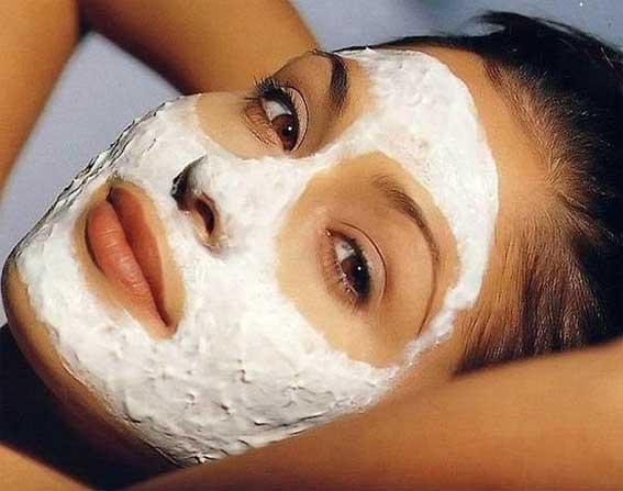 Отбеливающая маска для лица прекрасно осветляет кожу, делает ее бархатистой и гладкой на ощупь