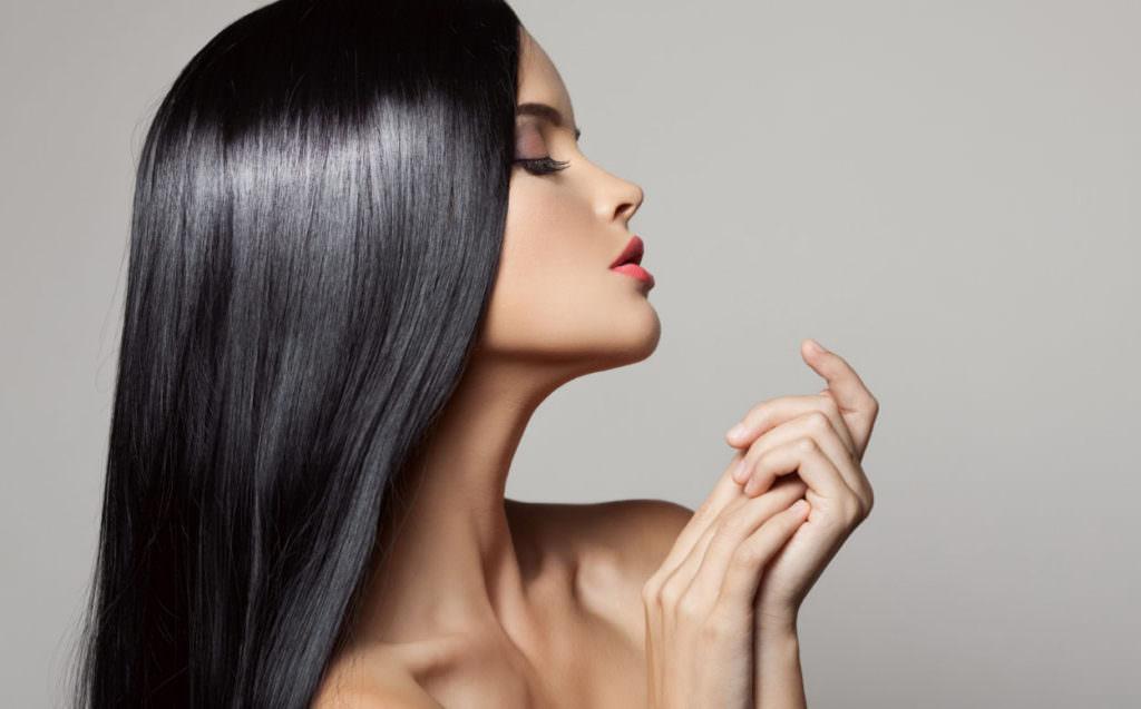 Использование маски «Elseve 6 масел» улучшает цвет волос и возвращает им блеск