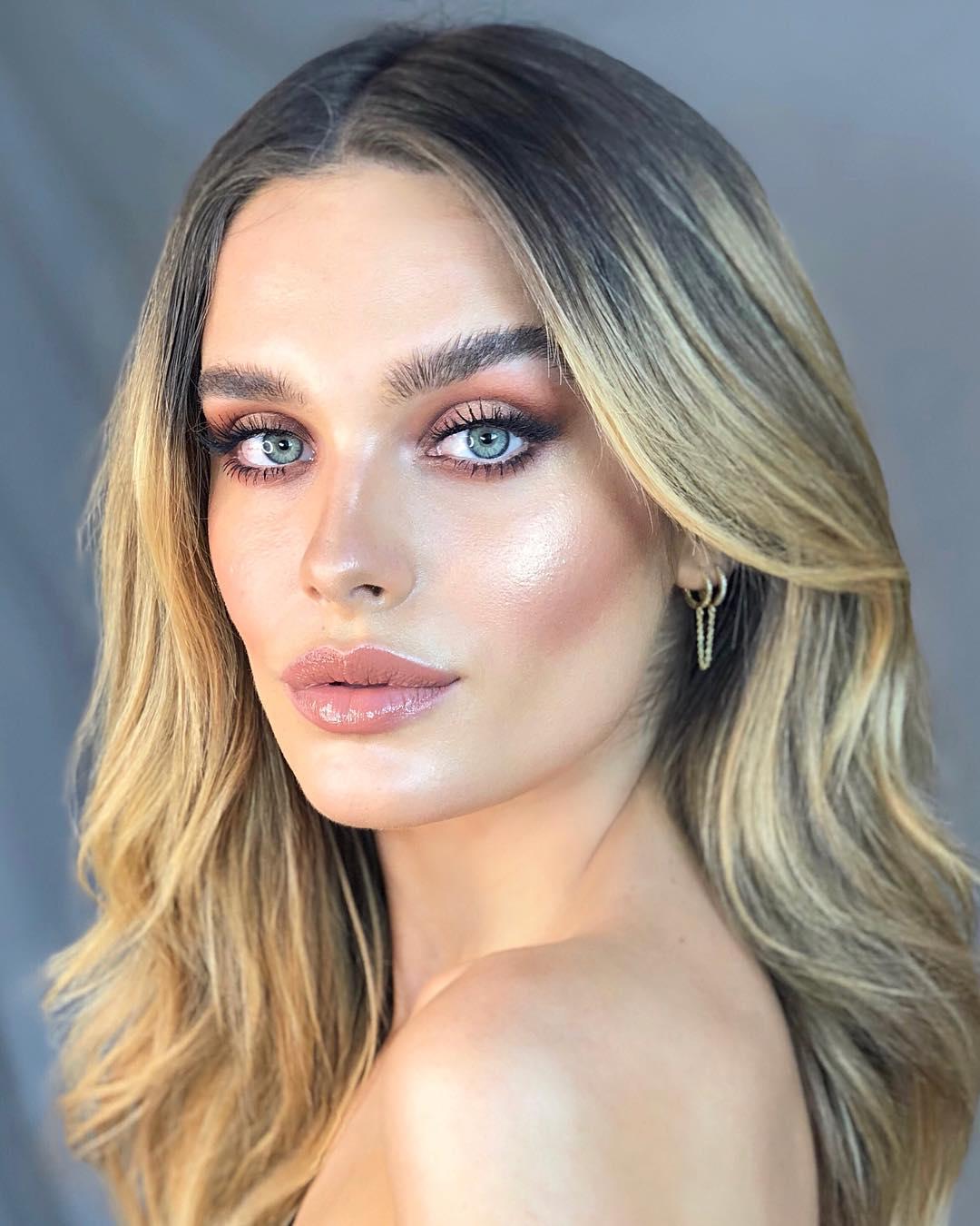 Объемные губки без инъекций: 4 простых способа увеличить их при помощи макияжа