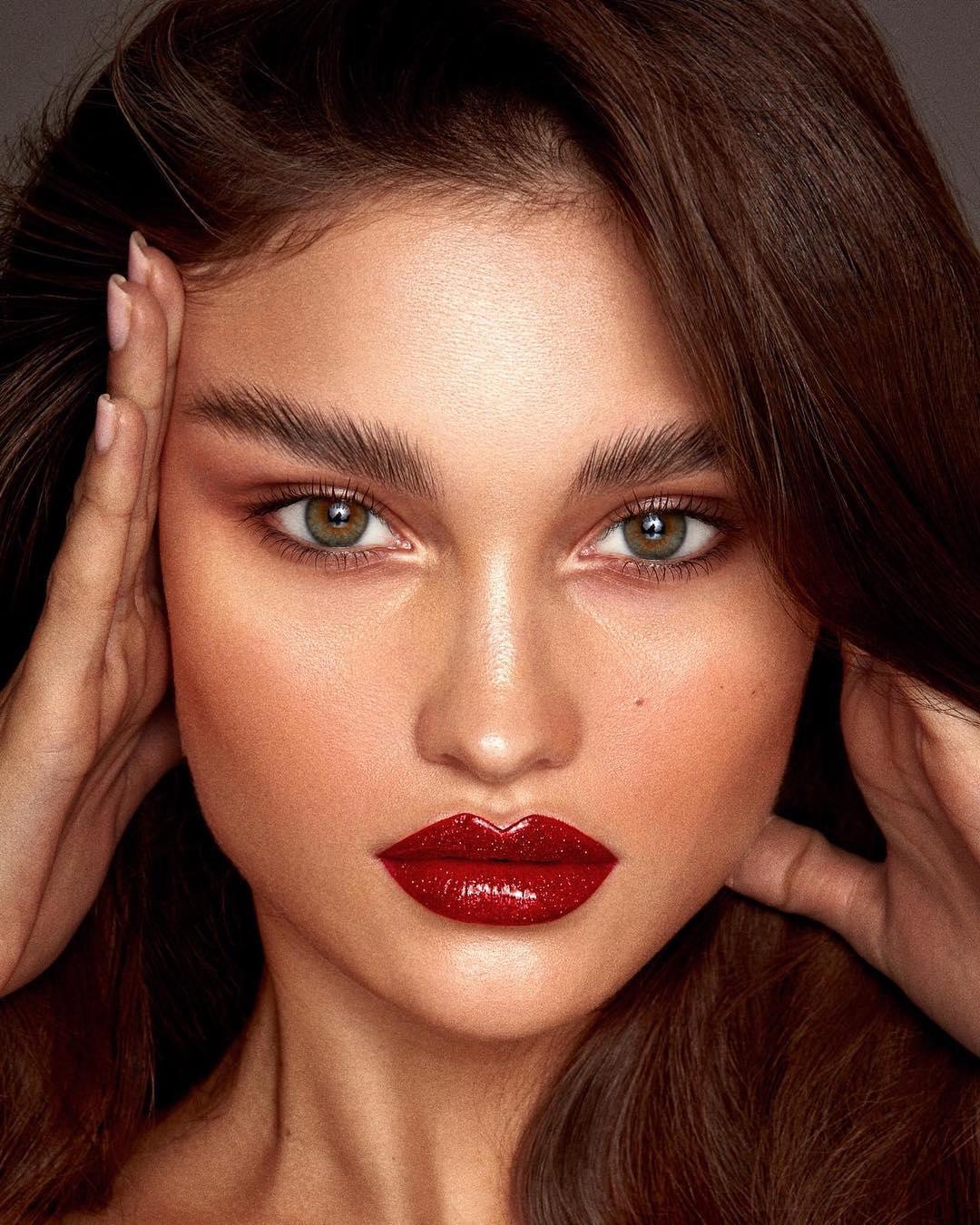 Во всем блеске: сверкающий макияж для новогодней ночи