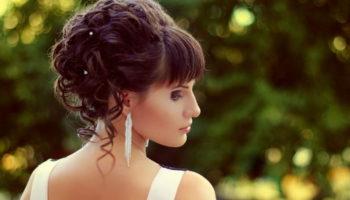 Модели быстрых и простых вечерних причесок на средние волосы