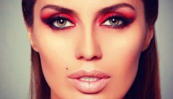 Яркий макияж с красными тенями: способы нанесения