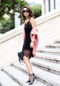 Составление образа с платьем-комбинацией с кружевом