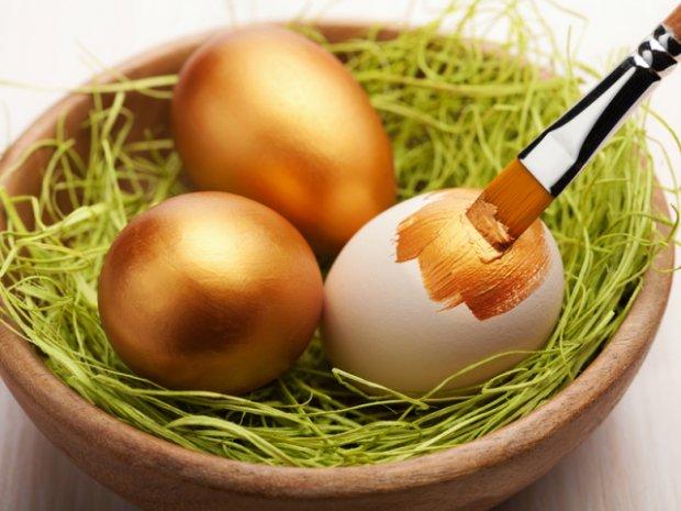 покраска яиц караской