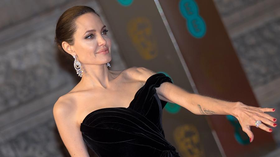 Анджелина Джоли в ожидании возвращения Брэда Питта