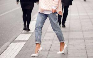 Модные тенденции и новинки женских джинсов в 2019 году