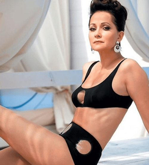 И не скажешь, что 51: Ольга Кабо показала девичью фигурку в черном купальнике