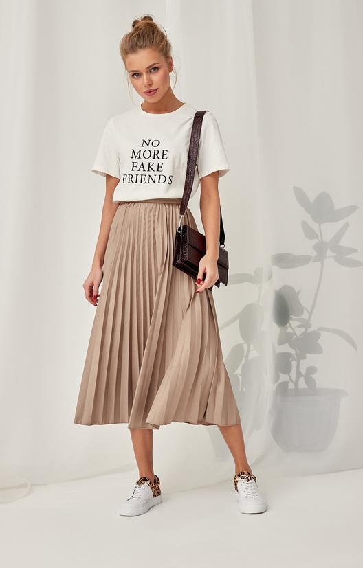 футболка и плисированная юбка